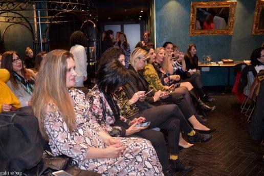 בלוגריות סלונה בקהל