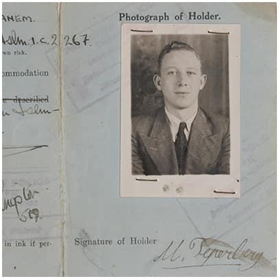 תעודת מעבר של מנחם טפרברג מימי המנדט הבריטי